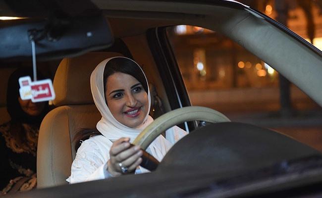 सऊदी अरब में आज से महिलाएं खुद चला सकेंगी गाड़ी