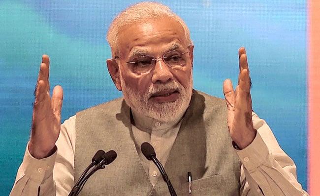 उद्योगपतियों की तारीफ करते प्रधानमंत्री और देश के विकास का सच...