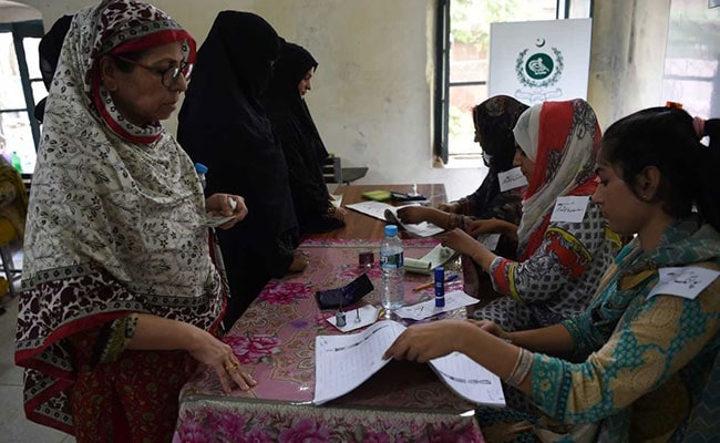 Explosion kills 31 as Pakistanis vote in general elections
