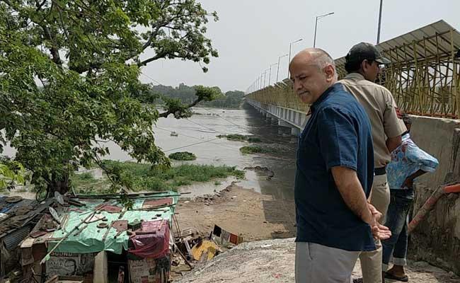 दिल्ली : यमुना का जल स्तर खतरे के निशान से ऊपर, मनीष सिसोदिया ने तटीय इलाके का किया दौरा
