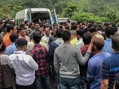 महाराष्ट्र बस हादसे के बाद अचानक WhatsApp Group में पसरा सन्नाटा, और फिर मिली 33 दोस्तों की दर्दनाक मौत की खबर