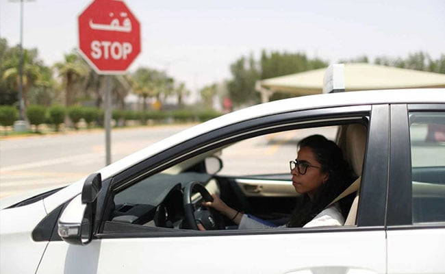 Saudi officers hand out roses to women drivers in historic moment