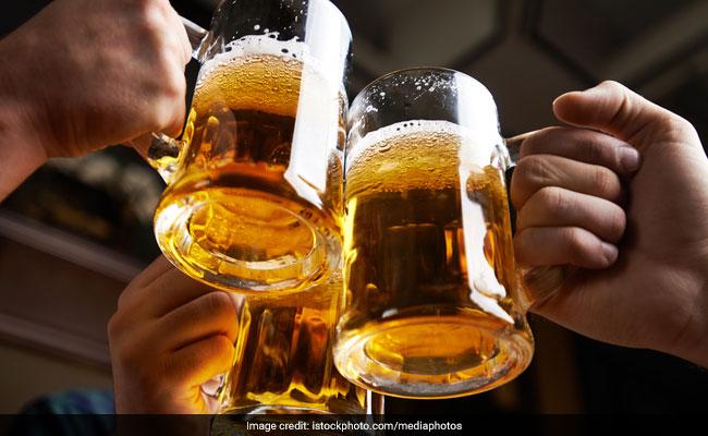उत्तर प्रदेश में एक महीने में पकड़े गए 25 हजार पियक्कड़, इस शहर के लोग शराब पीते हैं खुले में