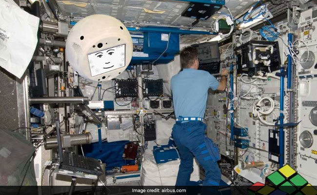 AI Robot Cimon Reaches Space Station Aboard SpaceX Dragon