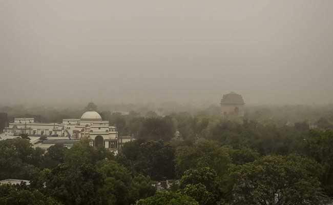 प्रदूषण से घिरी दिल्ली; शहर में गर्म हवा और धूल के गुबार, पूर्वोत्तर में बाढ़