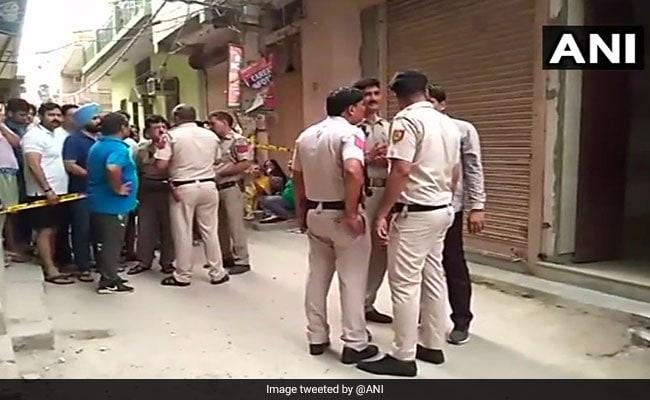 दिल्ली के बुराड़ी में एक ही परिवार  के 11 लोगों की मौत, फिल्म 'संजू' ने तोड़े कई रिकॉर्ड, अब तक की 5 बड़ी खबरें