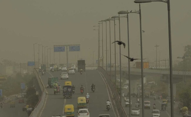 Delhi chokes under a haze of dust as air quality worsens