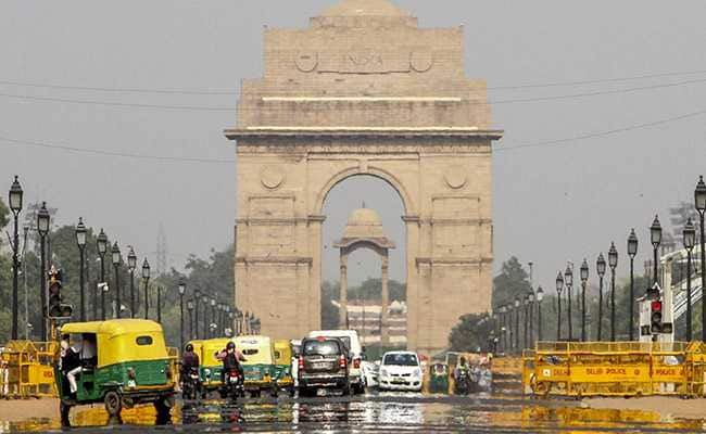 Hot Weather Prevails In Delhi; Met Office Forecast Strong Wind Tonight