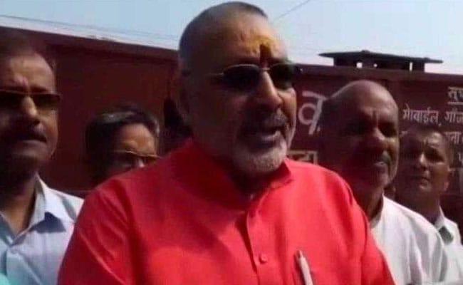 नीतीश की नाराज़गी के बावजूद भाजपा का हाथ गिरिराज के साथ