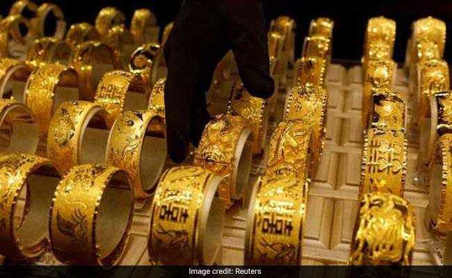 वैश्विक रुख, आभूषण कारोबारियों की लिवाली से सोना 210 रुपये उछला