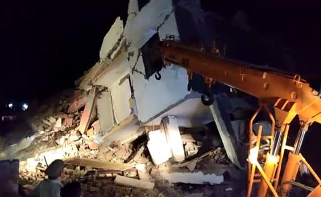 ग्रेटर नोएडा : भवनों के ढहने के दो घंटे बाद शुरू हुआ बचाव कार्य, पूरा घटनाक्रम एक नजर में..