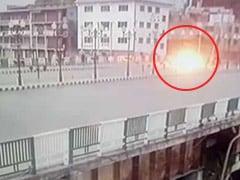 जम्मू-कश्मीर: पुलिस पार्टी पर ग्रेनेड से हमले में 10 घायल, रमजान के महीने में 4 दिन के अंदर दस हमले