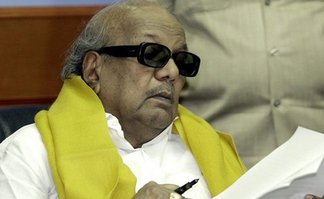 DMK चीफ एम. करुणानिधि को अभी अस्पताल में ही होगा रहना, रजनीकांत और राहुल गांधी ने की मुलाकात