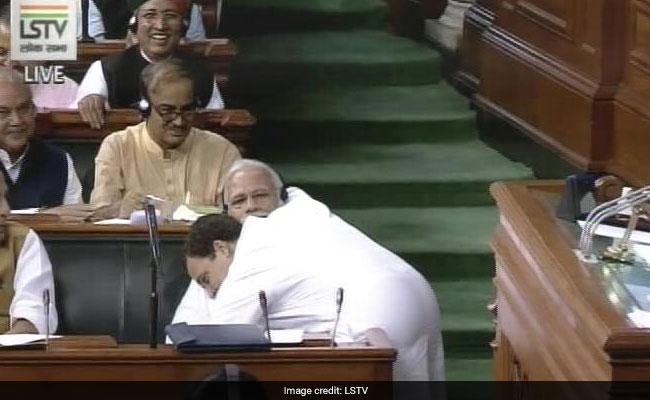 ...जब सदन में पीएम मोदी से गले मिल राहुल गांधी ने दी 'जादू की झप्पी', देखें VIDEO