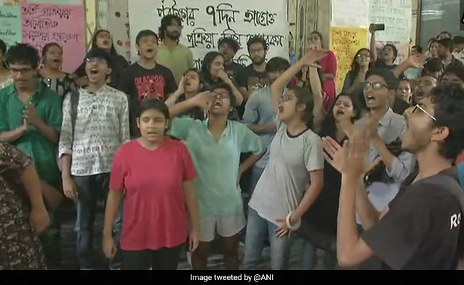 Jadavpur University Students Continue Protest, BJP Urges Dialogue