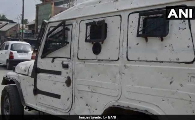 आतंकियों के तीन हमलों में सीआरपीएफ के चार जवान, दो नागरिक घायल