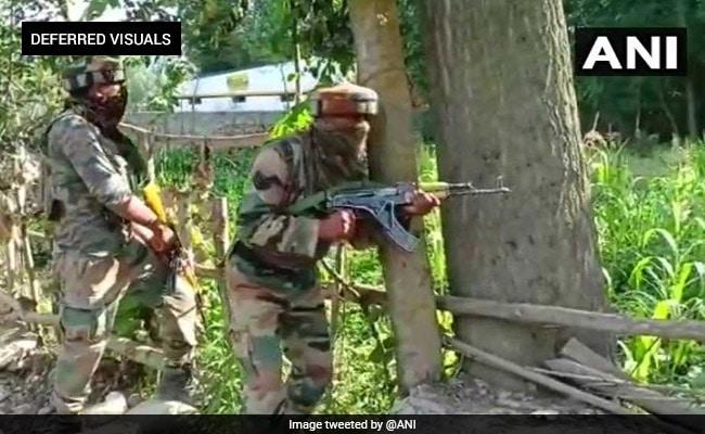 कश्मीर में दो एनकाउंटरों में तीन आतंकवादी मारे गए, एक जवान शहीद