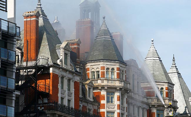 Robbie Williams Among Guests Who Escape Fire At London Hotel
