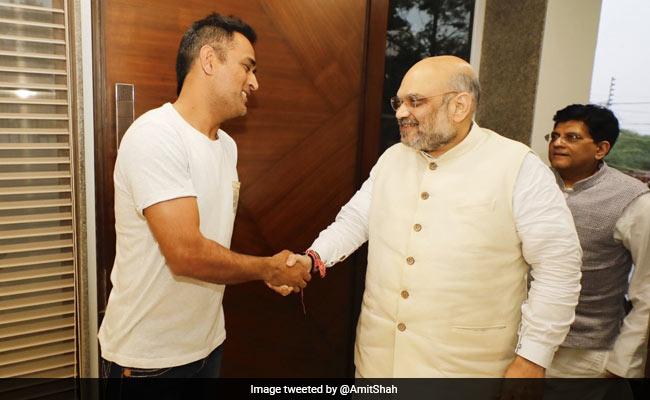 भाजपा के 'संपर्क फार समर्थन' के तहत बीजेपी अध्यक्ष अमित शाह ने की धोनी से मुलाकात