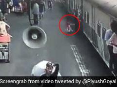 VIDEO: चलती ट्रेन में फिसला बच्ची का पैर, जवान ने कुछ इस तरह बचाई जान