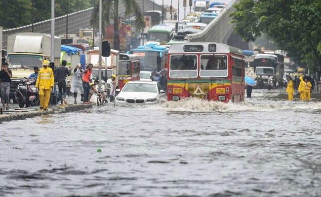 बारिश के कारण महाराष्ट्र विधानसभा की बिजली गुल, बीजेपी-शिवसेना आमने-सामने, कार्यवाही स्थगित