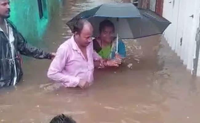 मुंबई में बारिश से अभी और बिगड़ सकते हैं हालात, स्कूल बंद करने का आदेश, 10 बड़ी बातें