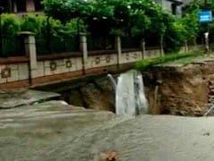 दिल्ली-NCR में ऐसी मूसलाधार बारिश हुई कि सड़कें धंसी, गाड़ियां डूबीं, जानें और राज्यों का हाल