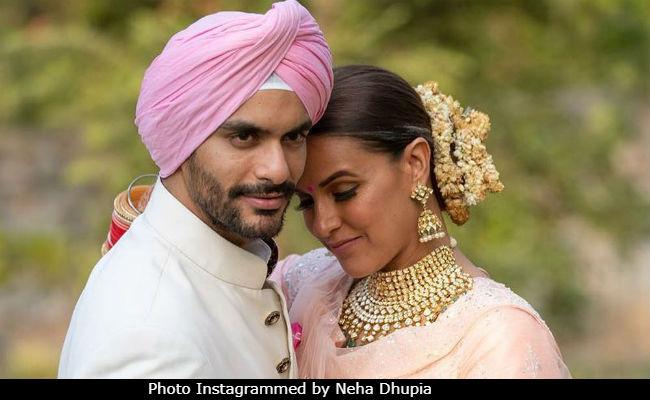 शादी से एक दिन पहले की रात रो रही थीं नेहा धूपिया, खोला 'खौफनाक' राज
