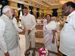 केजरीवाल का धरना, दिल्ली में ममता बनर्जी की 'अतिसक्रियता' और यह तस्वीर, आखिर क्या है इसके पीछे की राजनीति