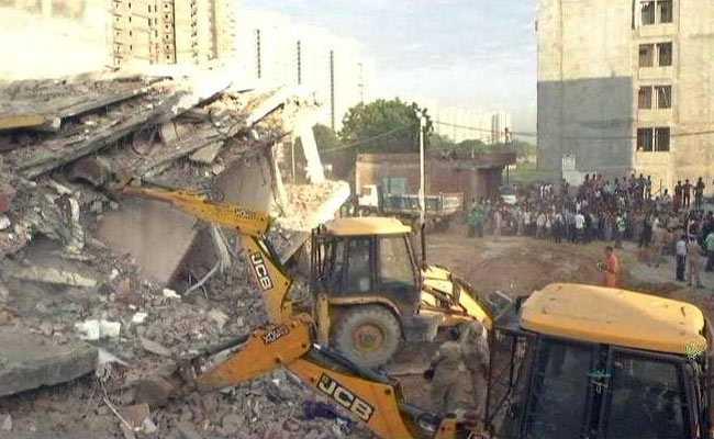 ग्रेटर नोएडा बिल्डिंग हादसा: 9 शव मिले, अधिकारियों पर गिरी गाज, OSD का तबादला और दो निलंबित