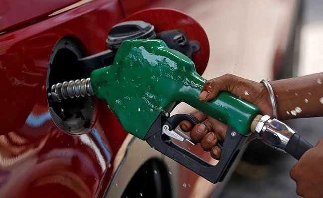 इस राज्य में कल से बिना हेलमेट पेट्रोल पंप पर गए, तो नहीं मिलेगा तेल