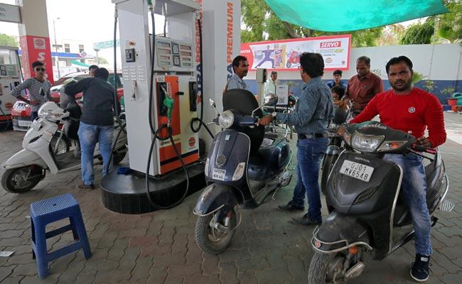 पेट्रोल 15 पैसे सस्ता और डीजल के दाम में 14 पैसे प्रति लीटर की कमी