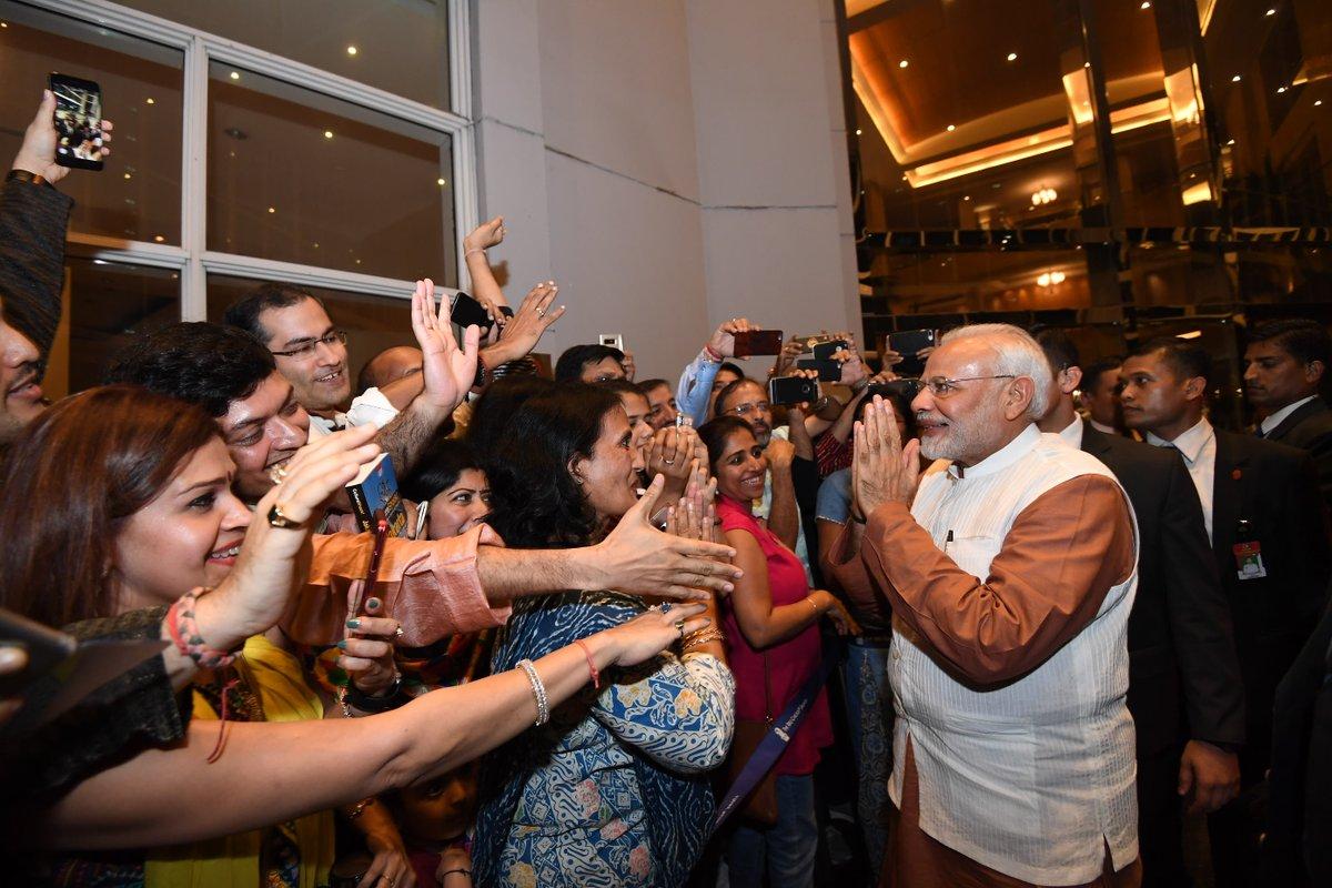 कांग्रेस ने पीएम मोदी से कहा- मांगो मनमोहन सिंह से माफी, बंगला छोड़ने के बाद विवादों में घिरे अखिलेश, 5 बड़ी खबरें