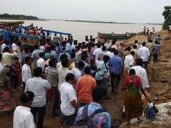 आंध्र प्रदेश : गौतमी नदी में पलटी 40 लोगों को ले जा रही नाव, 2 की मौत, 5 छात्र लापता