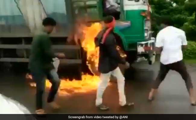 महाराष्ट्र : दूध उत्पादक किसानों का आंदोलन तेज, मुंबई में ट्रेन से दूध लाने की तैयारी