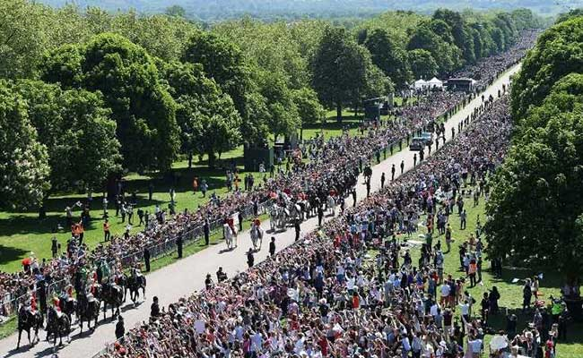 Image result for Crowd at the street for royal wedding for harry and meghan