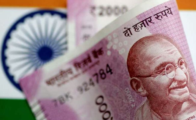 Rupee Closes At 1-Week High Against Dollar