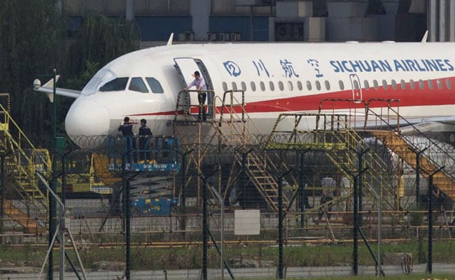 Co-Pilot Sucked Halfway Out Of Plane After Windshield Cracks Over China