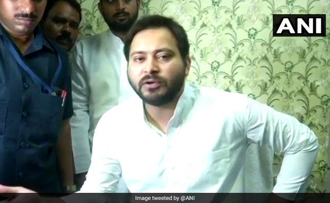 विपक्षी दलों को 2019 में बीजेपी से मुकाबला करने के लिए अहंकार छोड़ना होगा : तेजस्वी यादव