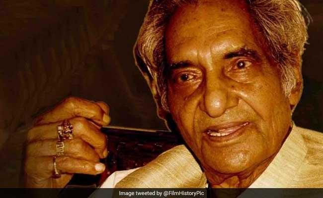 Doyen Of Hindi Poetry Gopaldas 'Neeraj' To Be Cremated At Aligarh