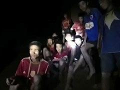 थाईलैंड में गुफा में फंसे बच्चों को निकालने के लिए युद्धस्तर पर बचाव कार्य, अब तक 8 बचाए गए