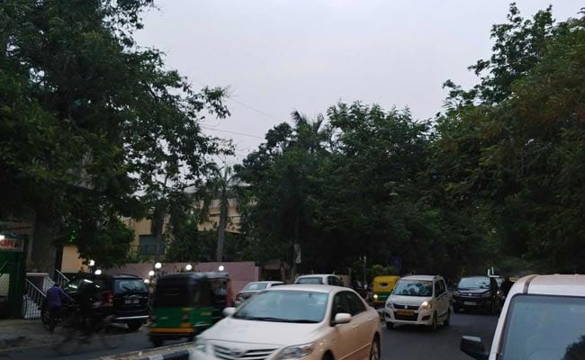 Gusty Winds Sweep Delhi, As Met Department Predicts Light Rain, Thundershowers