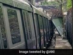 बारिश के कारण मेट्रो लाइन पर गिरी रेलिंग, सेवा हुई प्रभावित
