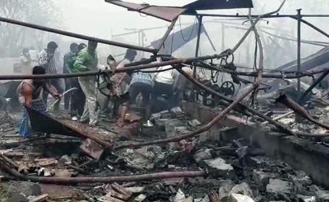 तेलंगाना के वारंगल में पटाखों के गोदाम में लगी भीषण आग, 11 लोगों की मौत