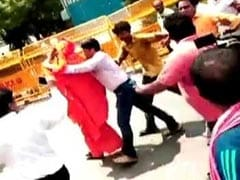 Swami Agnivesh Attacked On Way To Pay Tribute To Vajpayee At BJP Office