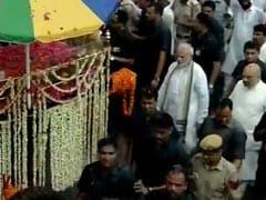 पूर्व प्रधानमंत्री अटल बिहारी वाजपेयी का अंतिम सफर, तस्वीरों में देखें