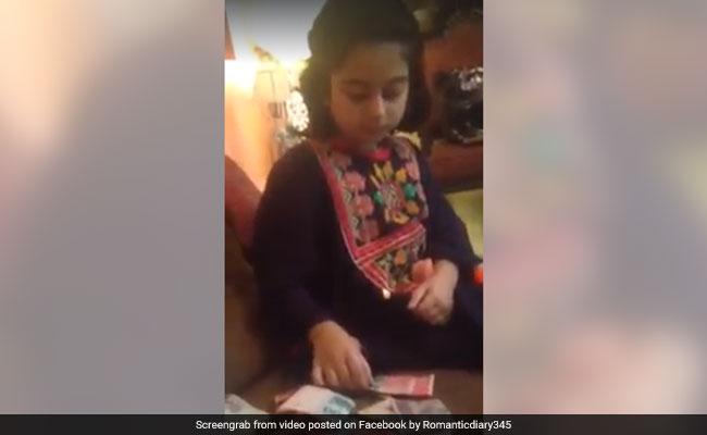 पाकिस्तान की ईदी वाली बच्ची का एक और वीडियो वायरल, इस बार गुल्लक के पैसों को बताया करप्शन का माल