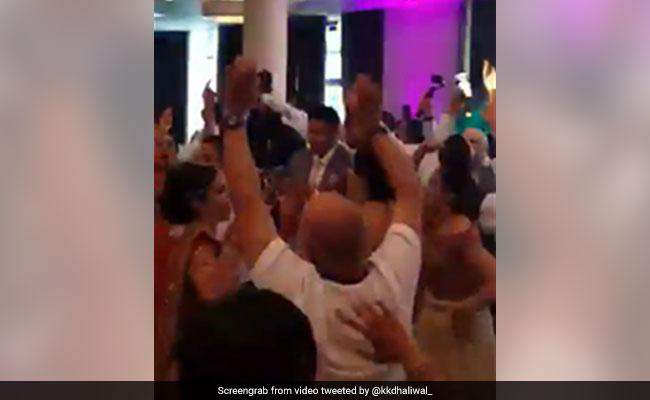 फीफा विश्व कप 2018: इंग्लैंड के जीतते ही शादी में दूल्हा-दुल्हन सहित डांस करने लगे रिश्तेदार, देखें VIDEO