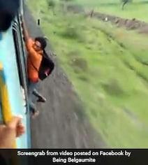 Video: ट्रेन में बाहर खिड़की पर लटका था शख्स, हाथ छूटते ही हुआ ऐसा खतरनाक हादसा