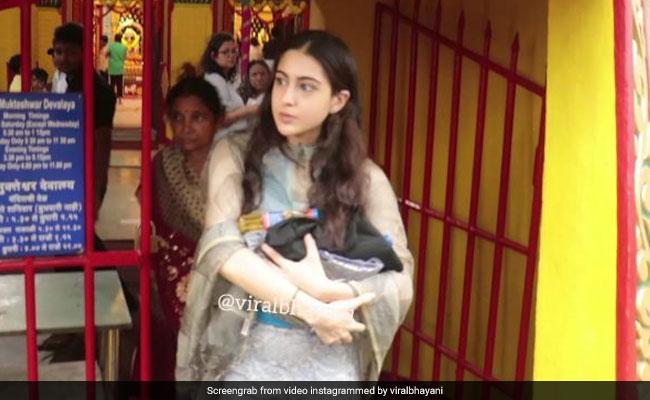 सारा अली खान शनि मंदिर पहुंची, फोटोग्राफरों पर भड़कीं- Video हुआ वायरल